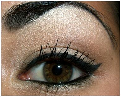 Готовый макияж кошачий глаз