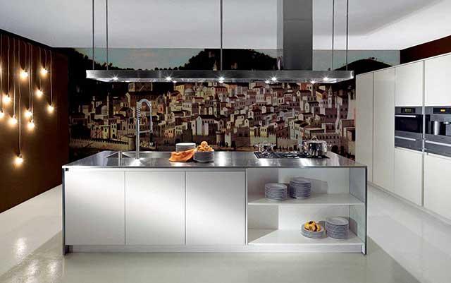 Кухня в стиле хай-тек с красивыми фотообоями