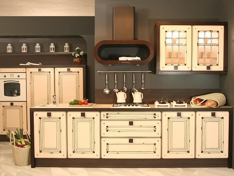 Бежево-коричневая гамма мебели идеально подходит для кухни ретро
