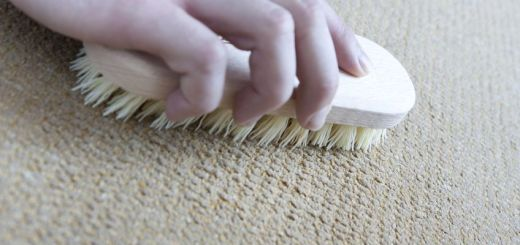 как почистить ковёр содой и уксусом