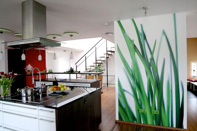 Стильные фотообои в дизайне кухонного помещения