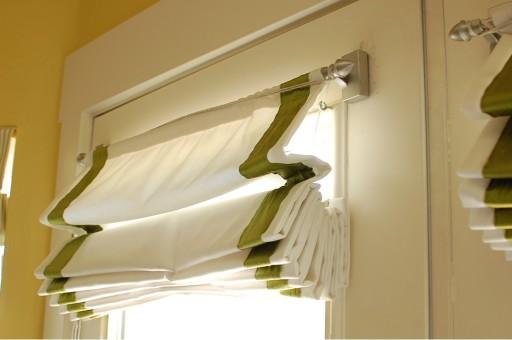 римские шторы на пластиковые окна фото