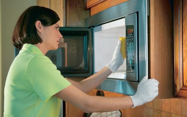 как помыть микроволновку внутри