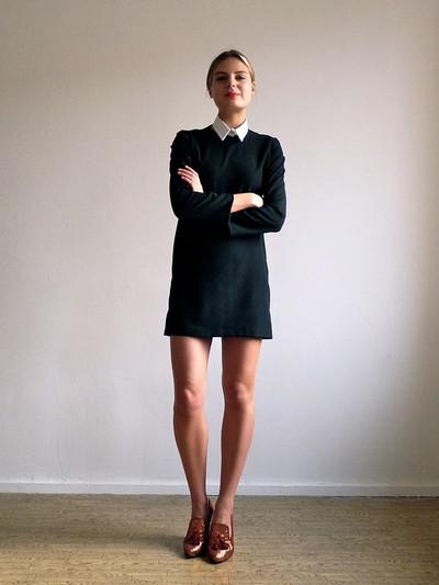 Белая обувь к черному платью