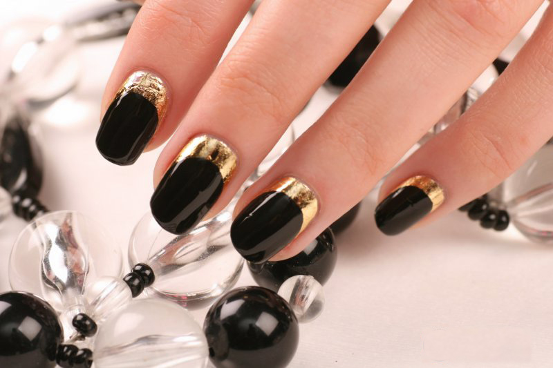 Дизайн ногтей черный и золотой