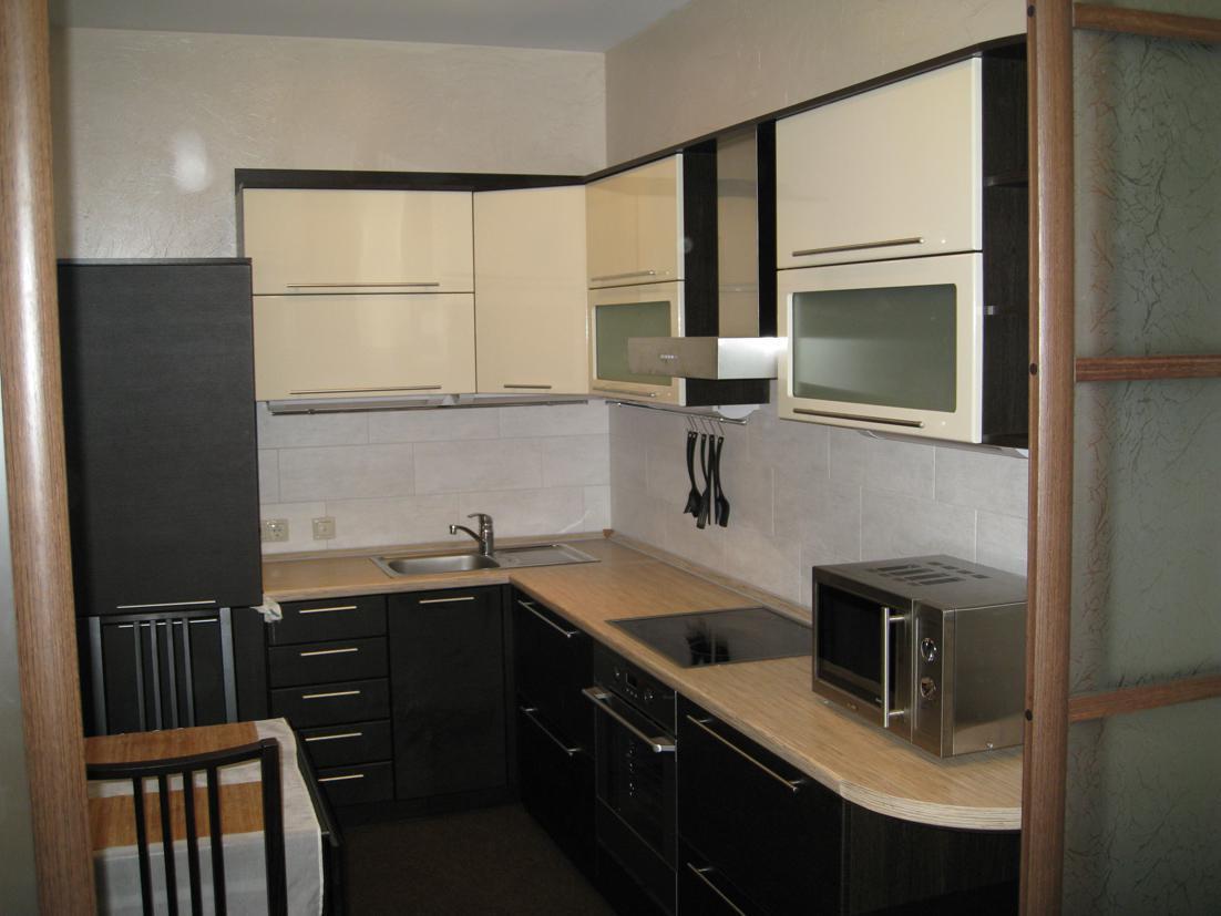 кухня с холодильником 9 кв