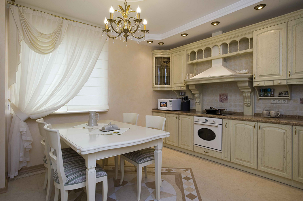 Дизайн гостиной с фотообоями и зеркалами