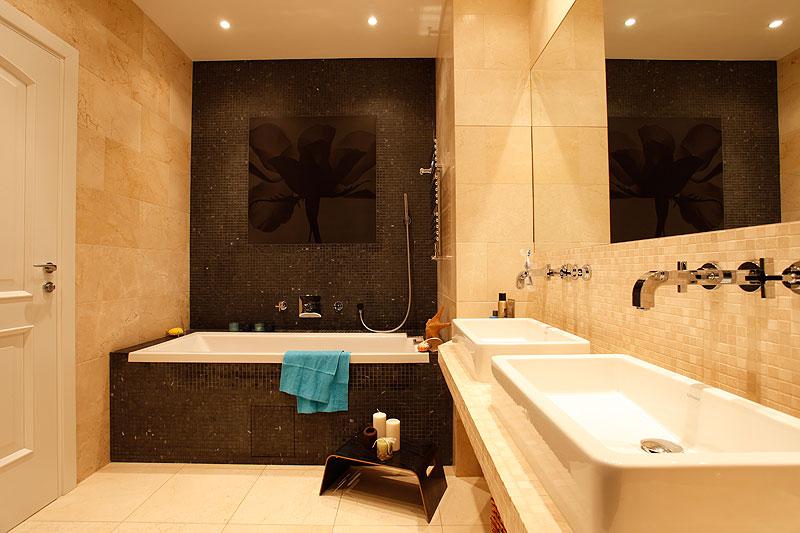 Ванна в теплых тонах дизайн фото