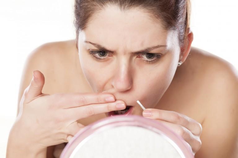 почему у женщины растут волосы на подбородке и над верхней губой