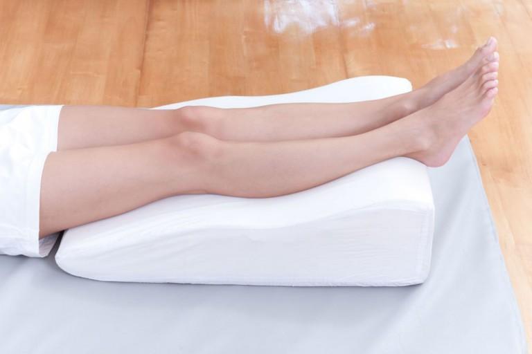 почему отекают ноги у женщин после 50 лет