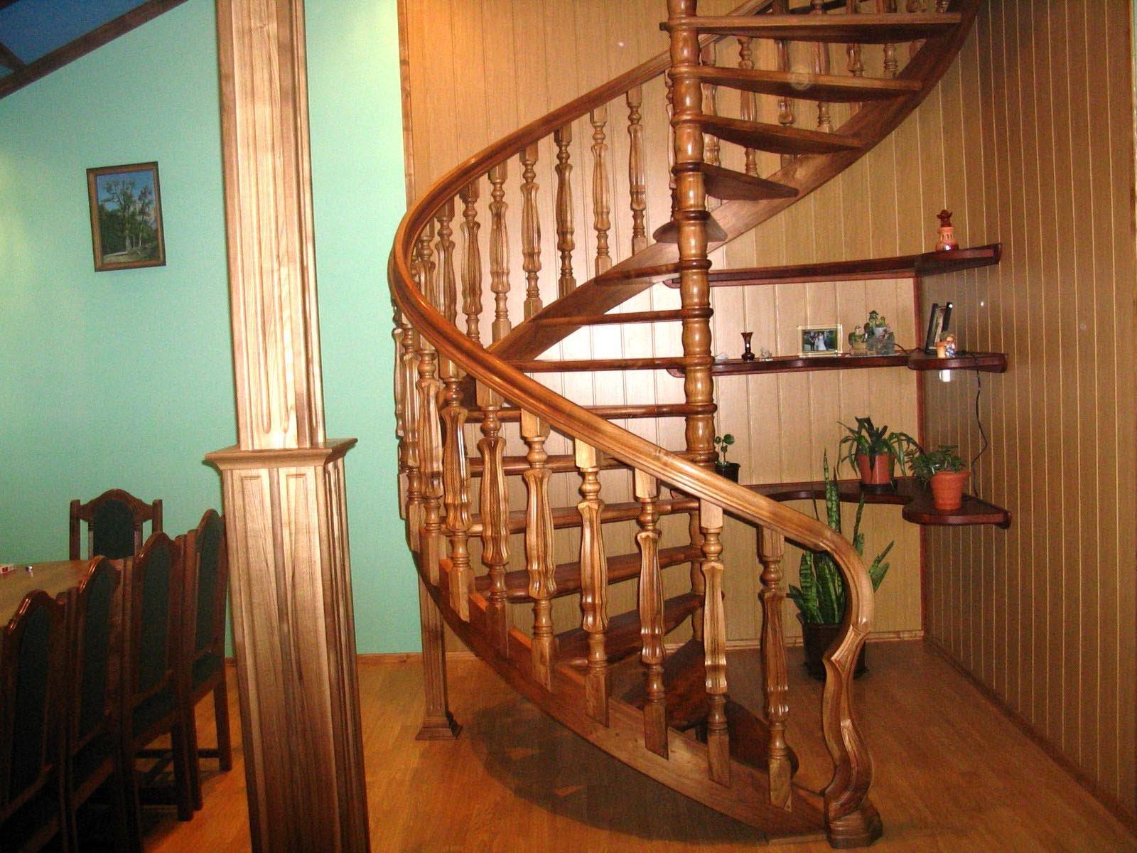 Винтовая лестница на второй этаж в частном доме своими руками фото