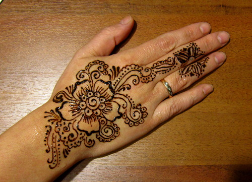 Мехенди - роспись хной по телу