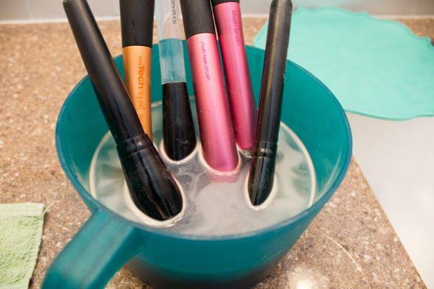 как мыть кисти для макияжа в домашних условиях