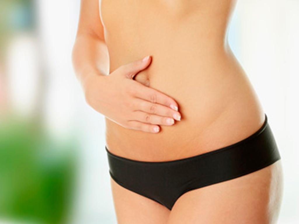 выделения из пупка с неприятным запахом у женщин причины