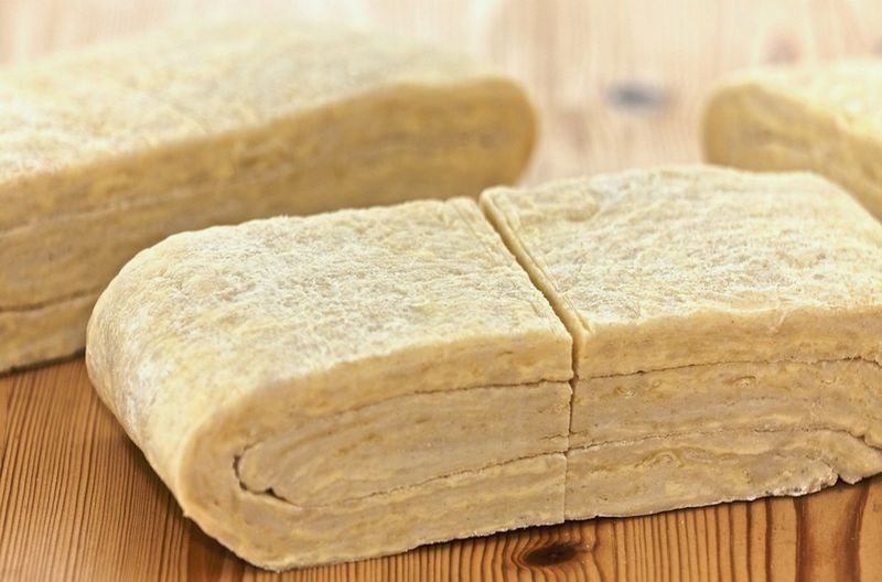Как сделать слоеное тесто на скорую руку вкусно и быстро (3 рецепта) Феломена