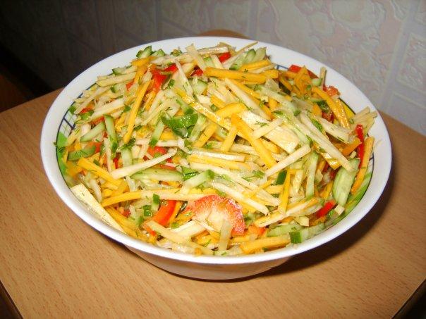 Салат из сельдерея корневого и моркови изоражения