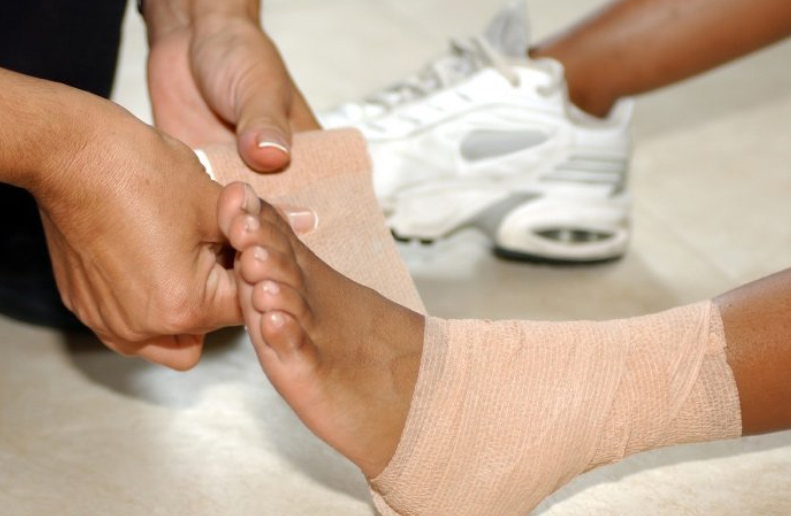 суставы на ногах болят и опухают суставы причины какой болезни